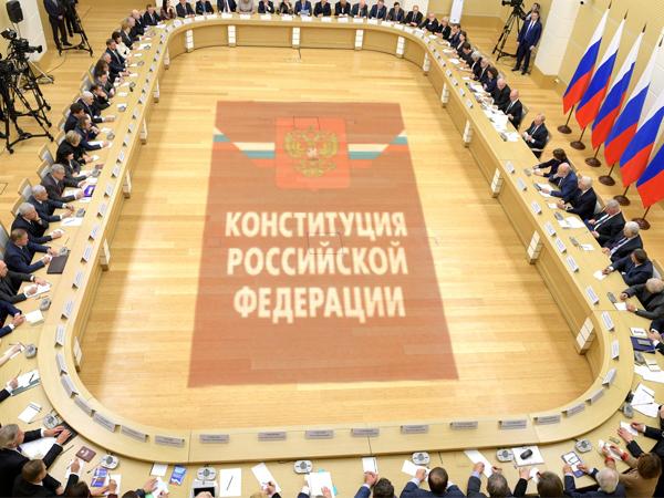 Встреча с рабочей группой по подготовке предложений о внесении поправок в Конституцию / фото с сайта kremlin.ru/коллаж