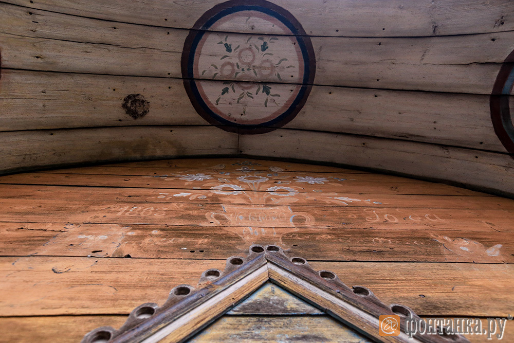 фрагменты росписи на фасаде
