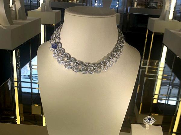 В Петербург завезли ювелирку Louis Vuitton. Прицениться съехались герой статей Голунова и столичные светские львицы