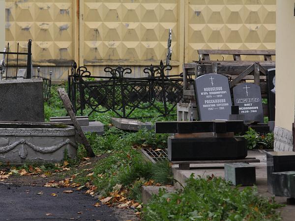 Не резиновые. На петербургских кладбищах становится тесновато