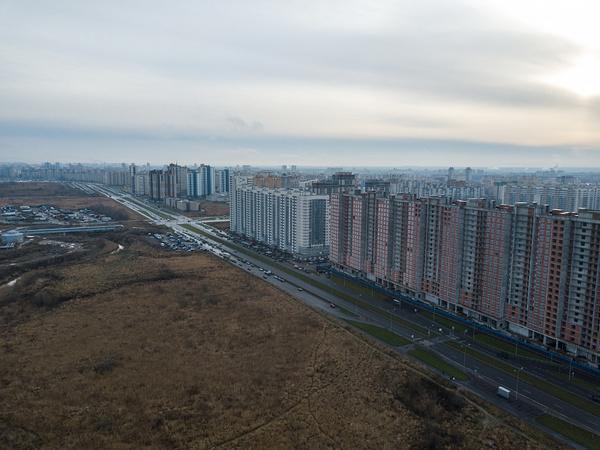 Даешь жилье — больше и выше. Где хотят «расквартировать» Петербург